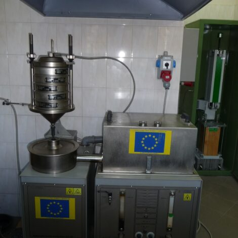 Photo 3. 75-B5 Controls extractor for the determination of asphalt content and MAM grain composition
